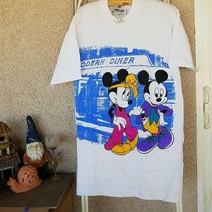 MICKEY & MINNIE MOUSE GRAPHIC LONG SHIRT. ON SIZE
